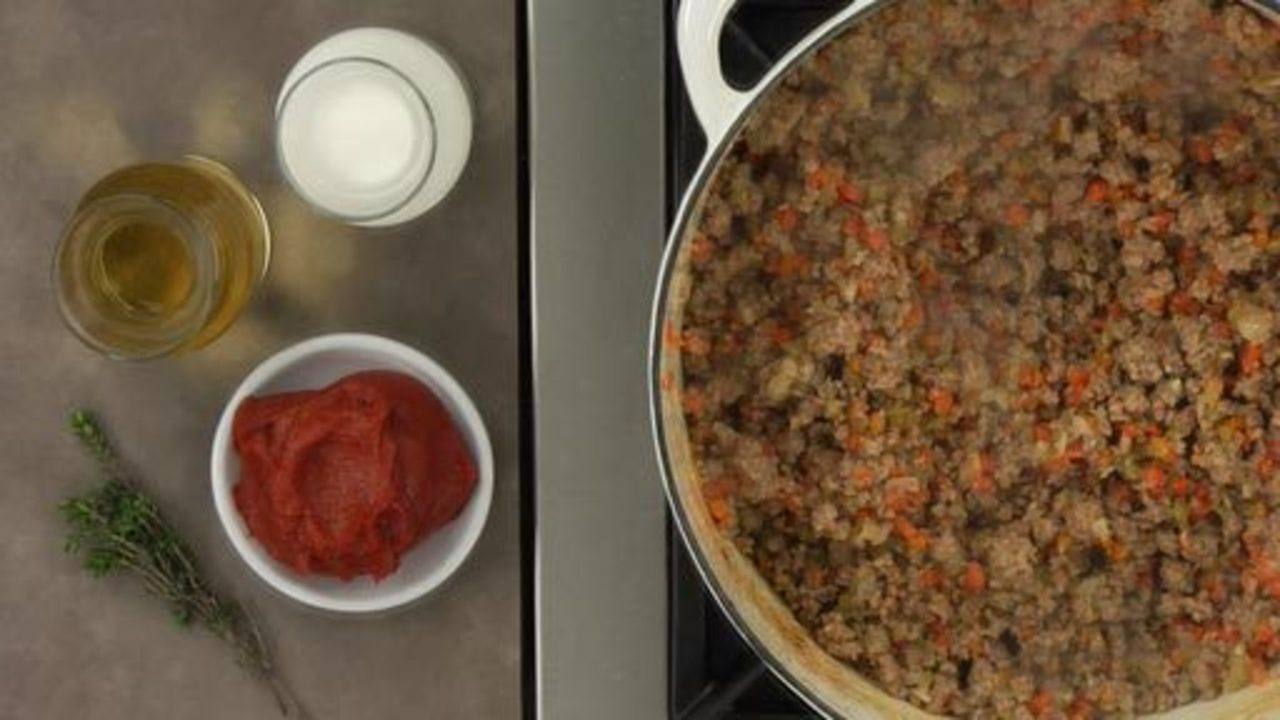 Adding the Meat and Cooking the Ragu