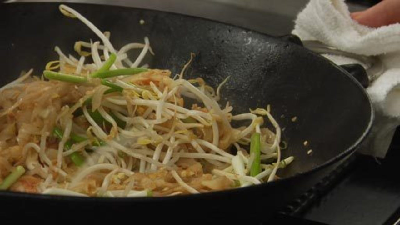 Cooking the Pad Thai