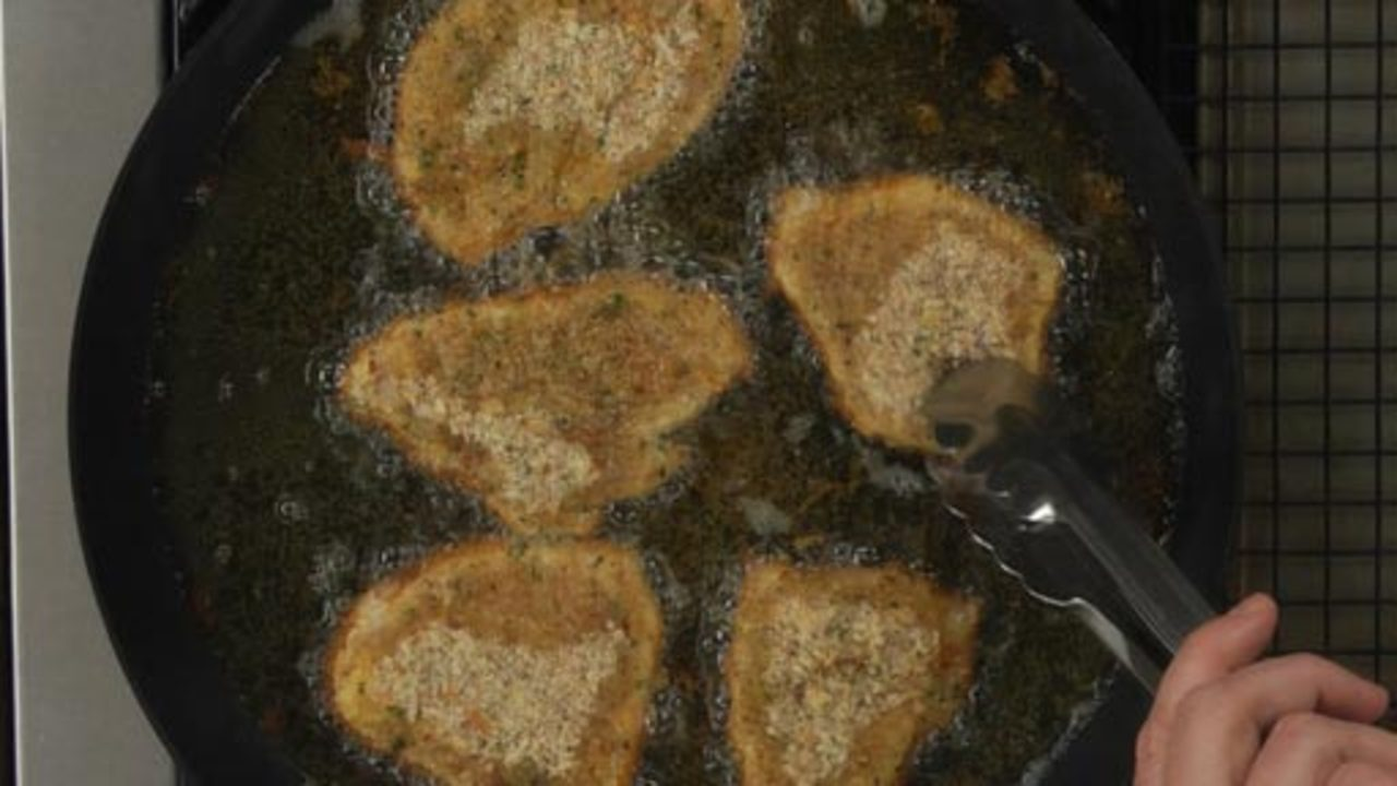 Shallow-frying the Chicken