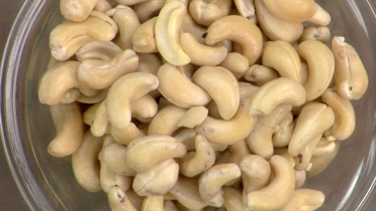 Preparing the Cashews