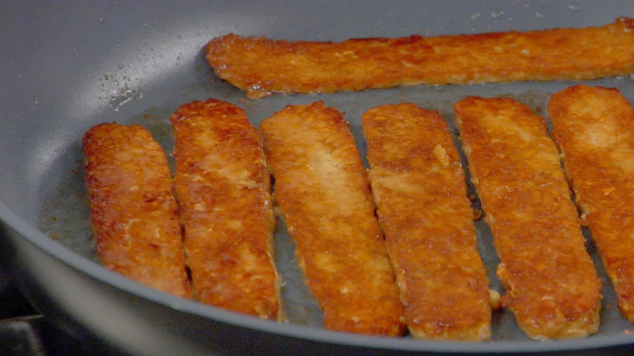 Frying the Tempeh Bacon