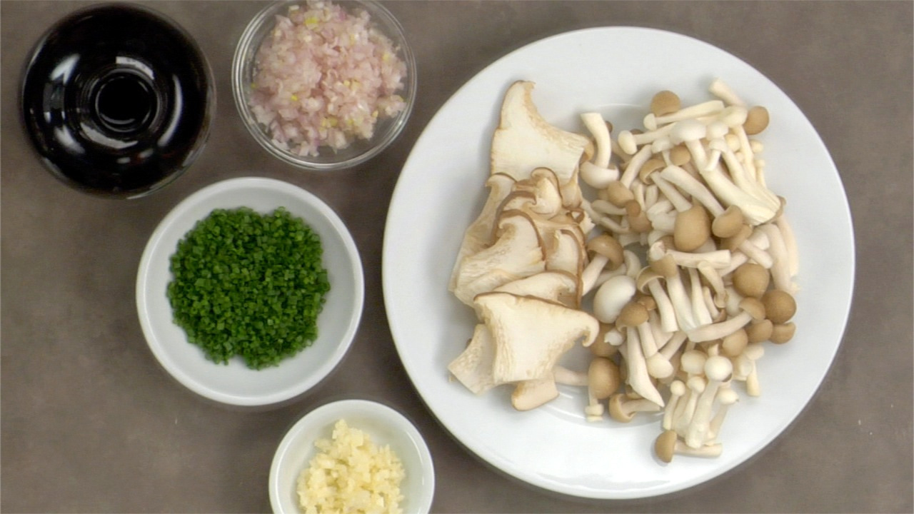 Preparing the Garlicky Mushrooms