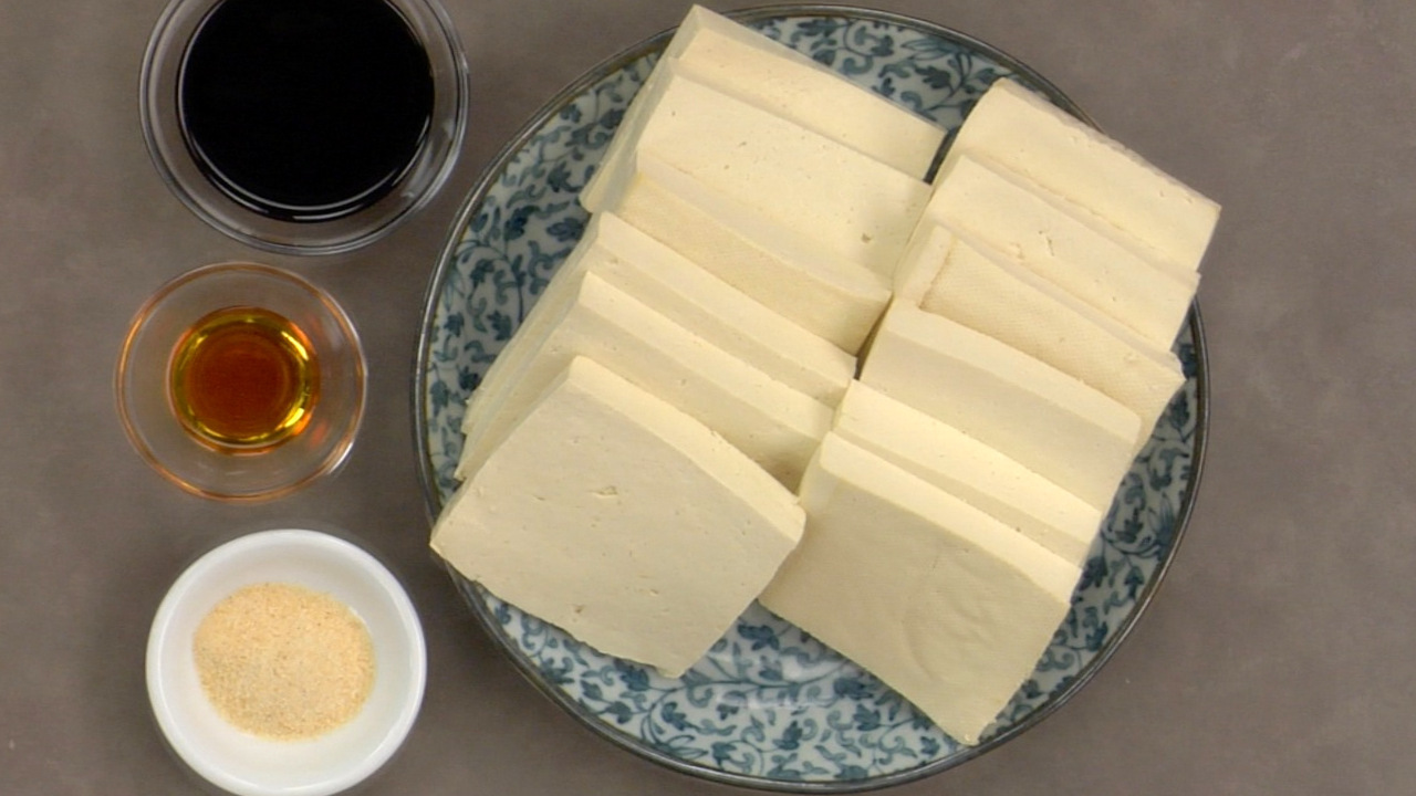 Marinating the Tofu