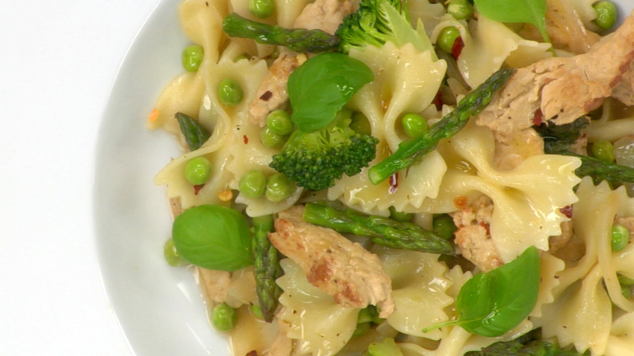 Summer Bow Tie Pasta W/ Chick'n & Broccoli