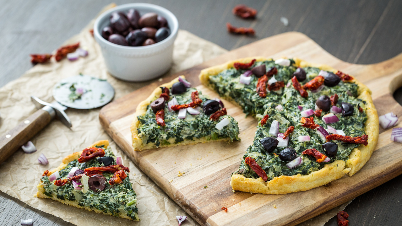 Pizza W/ Creamed Spinach & Sun Dried Tomatoes
